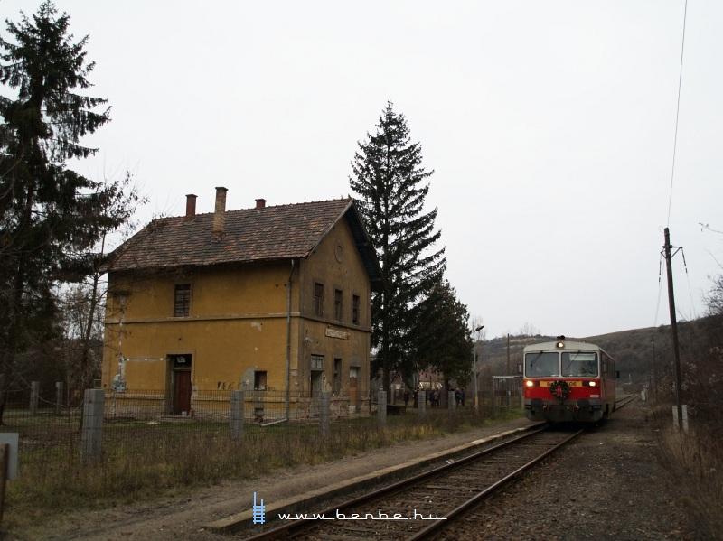 Bzmot 406 a szebb napokat látott Nagyvisnyó-Dédes állomáson fotó