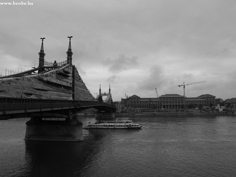 A Szabadság-híd és a KÖZGÁZ fotó