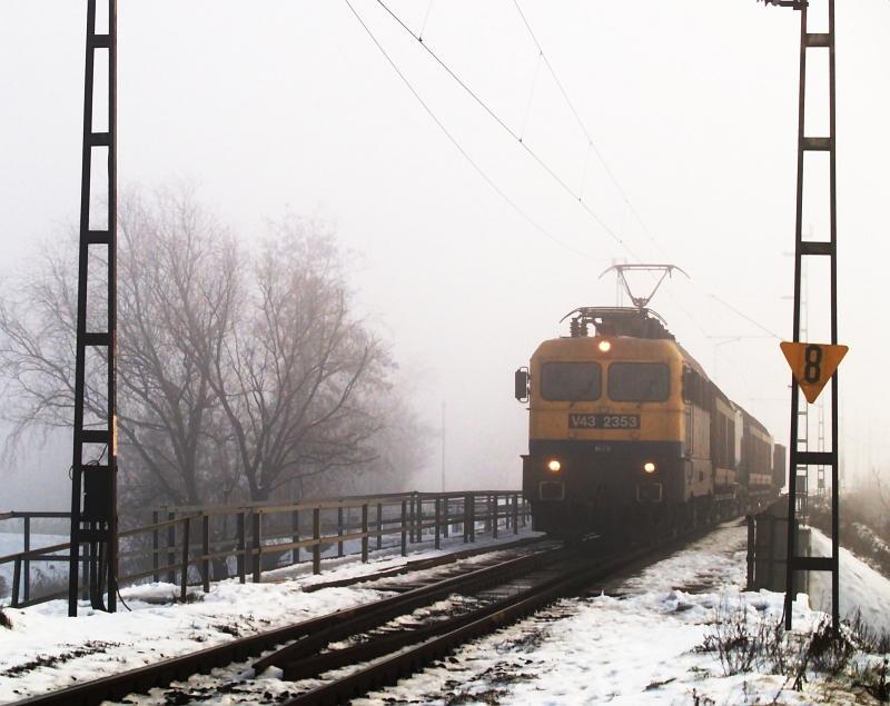V43 2353 indul Jászberénybõl fotó