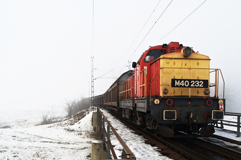 The M40 232 at Jászberény photo