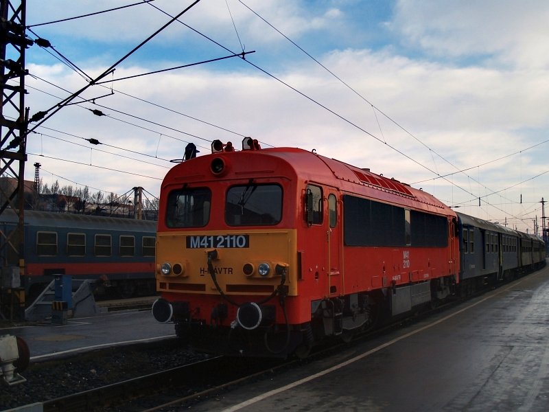 M41 2110 Budapest-Nyugatiban fotó