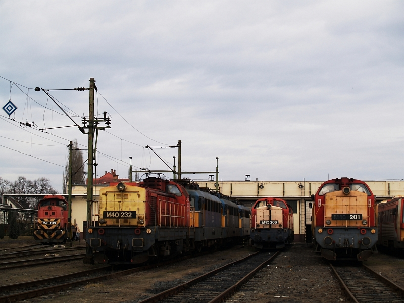 M40 232, 206 és 201 Hatvanban fotó