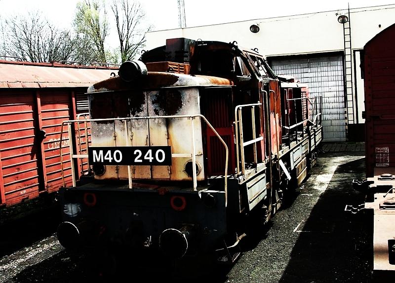 M40 240 Hatvanban fotó