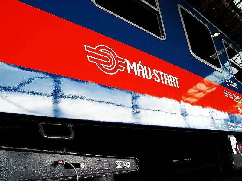 MÁV-START logo egy felújított, régi hatvani szürke Bhv-n fotó