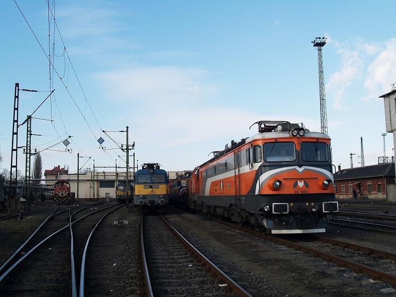 Az MMV 047 0040-1 pályaszámú mozdonya a hatvani fûtõházban fotó