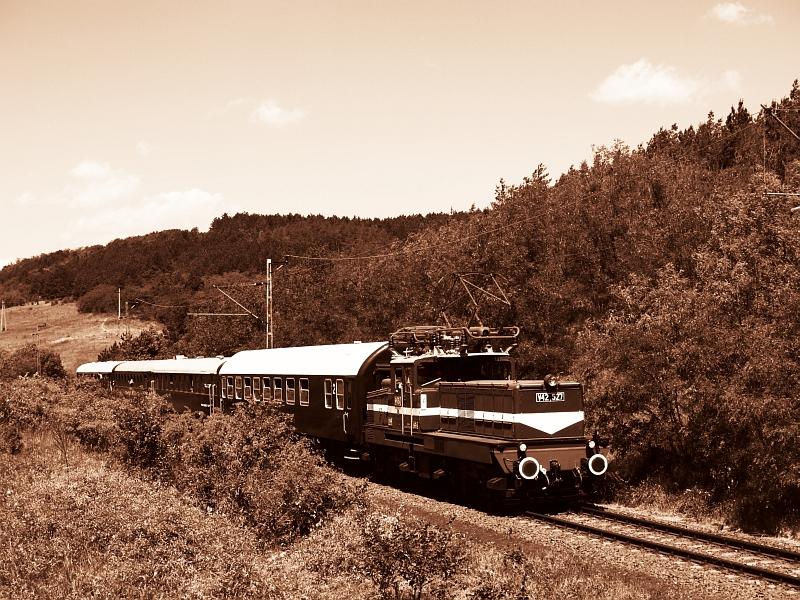 V42 527 Kisnémedinél fotó