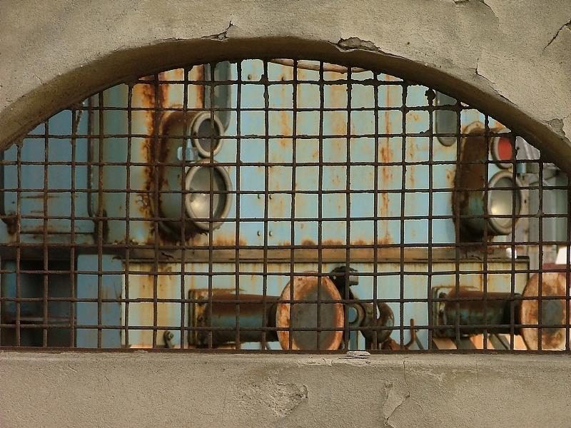 A lebontott hatvani cukorgyár szomorú kismozdonya fotó