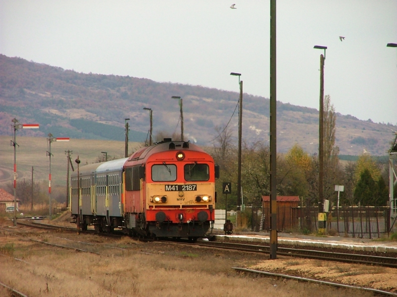 The M41 2187 at Pásztó photo