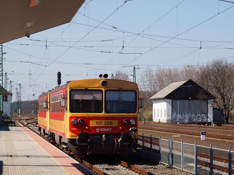 The MÁV-START 117 328 seen  photo