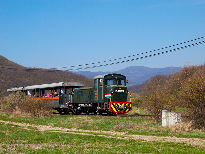 The Királyréti Erdei Vasút Mk48 2014 seen between Paphegy and Szokolya-Riezner photo