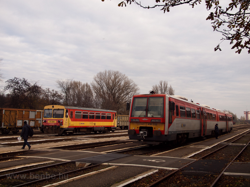 The MÁV-START 416 032 and 1 photo