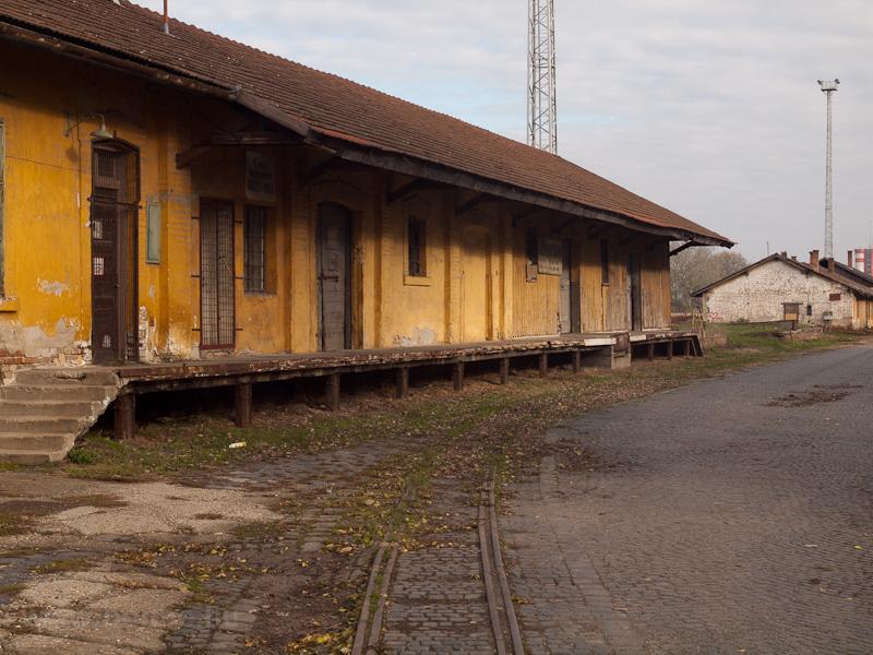 Az Alföldi Első Gazdasági Vasút (AEGV) raktári rakodóvágánya Orosházán fotó