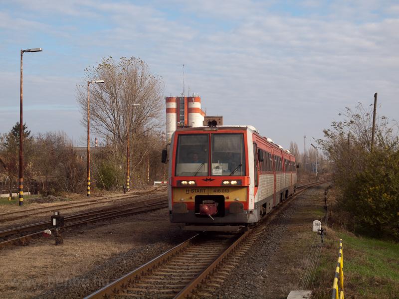 The MÁV-START 416 013 seen  photo