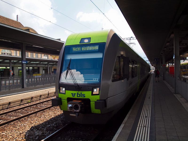 A BLS RABe 525 123  Lötschb fotó