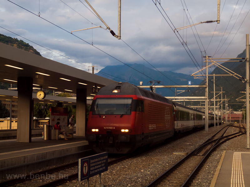 The SBB Re460 090-4 seen at photo