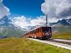 A Gornergratbahn (GGB) Bhe 4/8 3054 Riffelboden állomáson, a háttérben a Matterhornnal