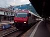Egy megerősített SBB-CFF-FFS InterCity érkezik a Simplonbahn Martigny állomására vezérlőkocsival