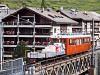 A Gornergratbahn Bhe 2/4 3021 Zermatt és Findelbach között tehervonatot tolva a Mattervispa hídján (Getwingbrücke)