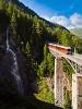 A Gornergratbahn Stadler gyártmányú, Bhe 4/6 3083 pályaszámú, alacsonypadlós fogaskerekű motorvonata Zermatt és Findelbach között