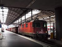 Az SBB Re 430 369-9 Luzern állomáson egy tehervonattal