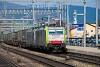 A BLS Cargo 486 509 Liestal állomáson cserefelépítményeket szállító tehervonatával