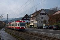 A Waldenburgerbahn Bt 111 Niederdorf és Hirschlang között, a Frenke patak partján