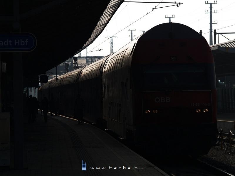 Emeletes ingavonat Bécsújhely (Wiener Neustadt) állomáson fotó