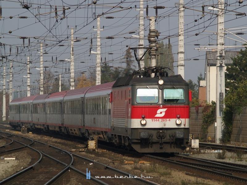 1144 265-4 Bécsújhely (Wiener Neustadt) állomáson fotó