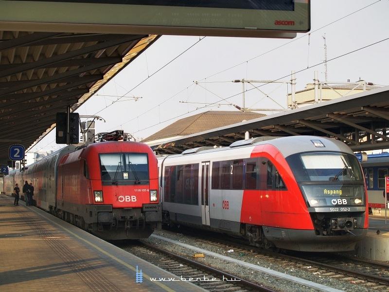 1116 137-9 és 5022 052-2 Bécsújhely (Wiener Neustadt) állomáson fotó