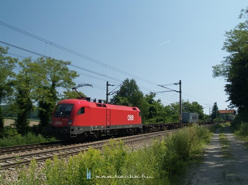 Az ÖBB 1116 153-6 pályaszámú Taurusa egy tehervonattal Unter Oberndorf és Maria Anzbach között fotó