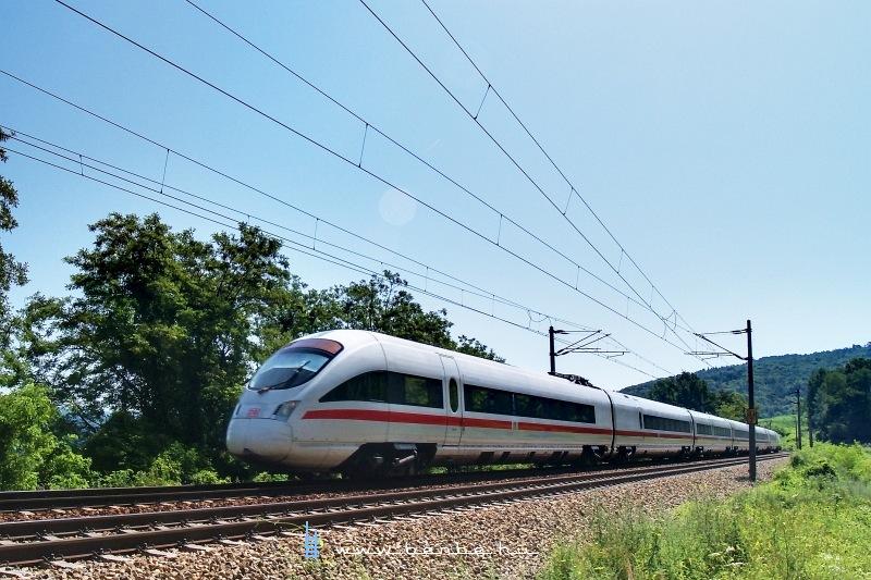 Bregenzbe közlekedő ICE-T motorvonat a Bécsi Erdőben fotó