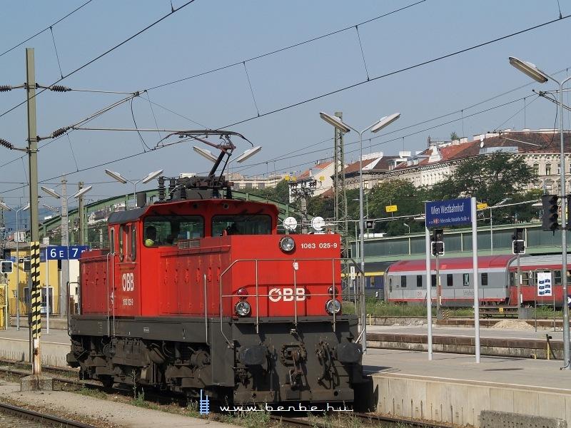 1063 025-9 Wien Westbahnhofon fotó