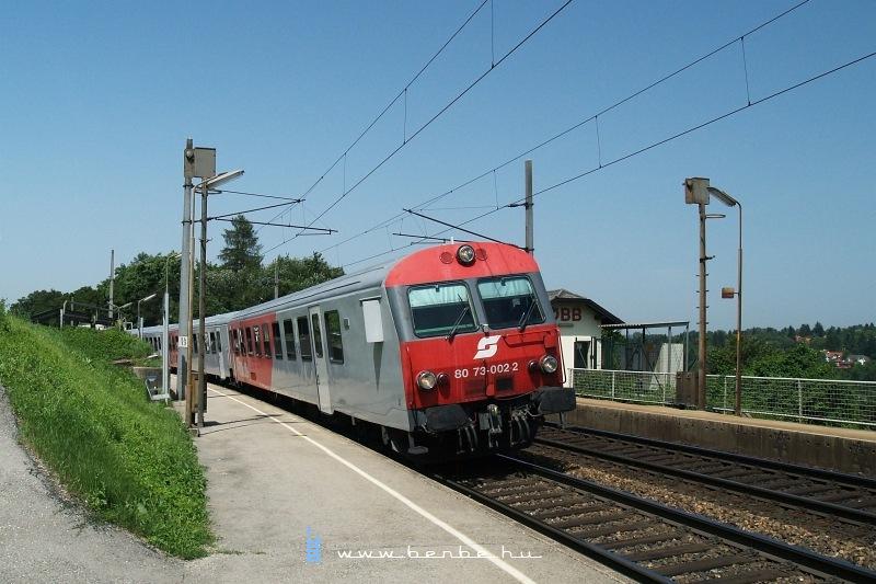 A 80 73-002-2 pályaszámú CityShuttle vezérlőkocsi Maria Anzbachban fotó