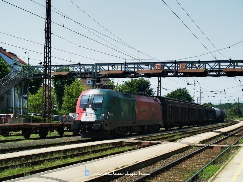 Az ÖBB 1016 025-7 (a portugál Werbelok) tehervonattal Melkben fotó