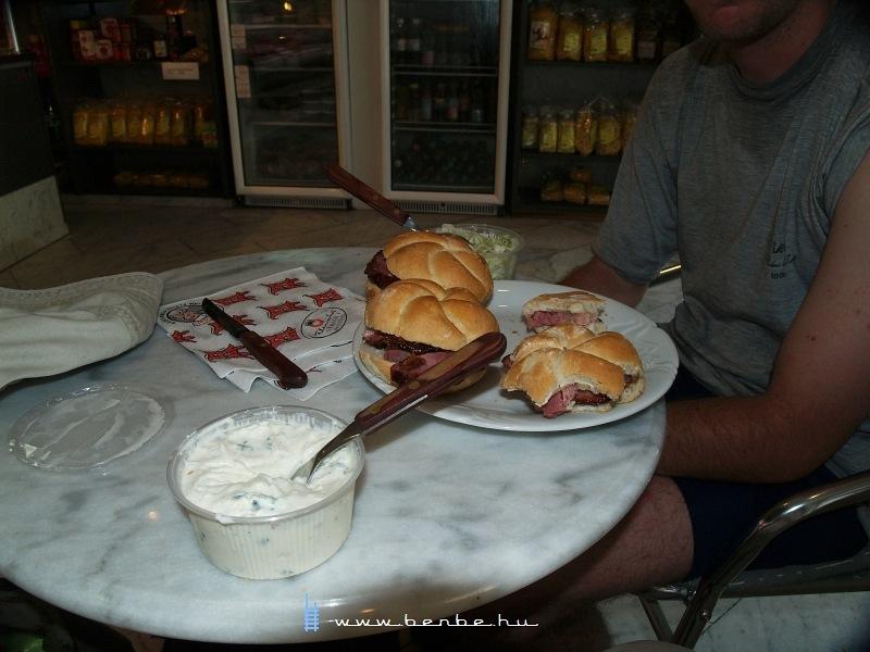 Némi hentesbolti ebéd Melkben fotó