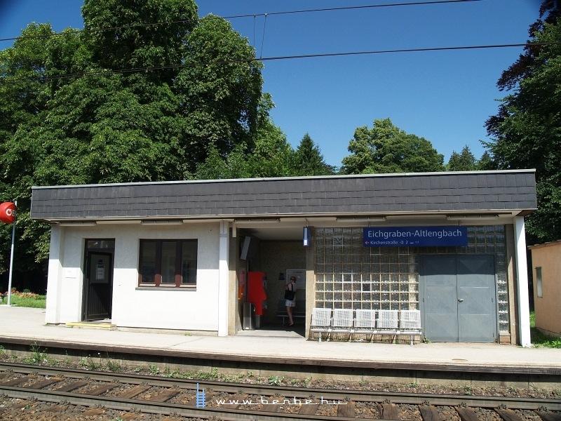 Eichgraben-Altlengbach megállóhely épülete a Westbahnon fotó