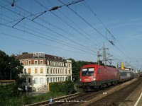 The 1016 044-8 departing from Wien Htteldorf