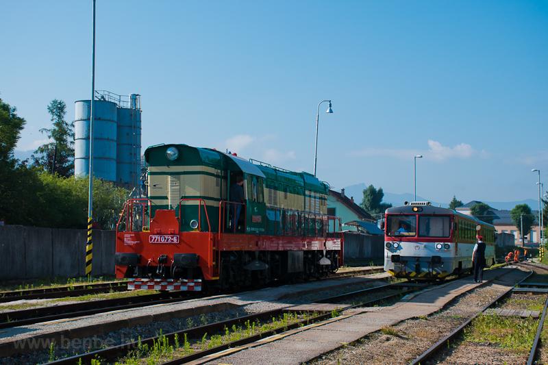 A ZSSKC 771 072-6 and the ZSSK 913 018-8 Bagetá Rajec állomáson fotó