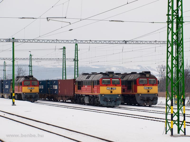 The M62 331, M62 310 and M62 321 at Zalaszentiván station photo