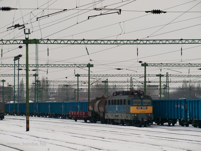 A MÁV-TR V43 1068 Székesfehérvár állomáson fotó