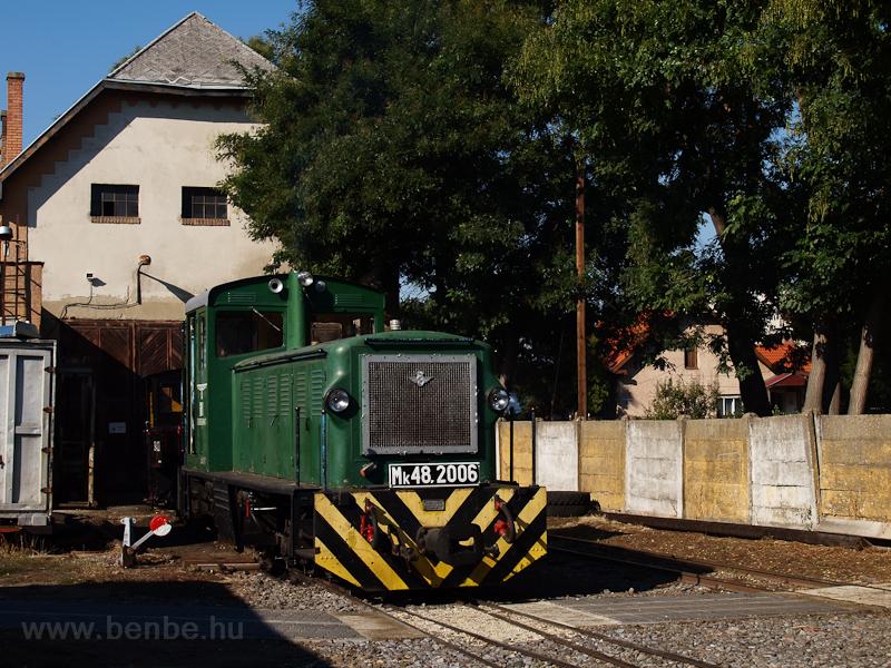 A debreceni Zsuzsi Erdei Vasút Mk48,2006 pályaszámú dízelmozdonya Debrecen-Fatelep állomáson fotó