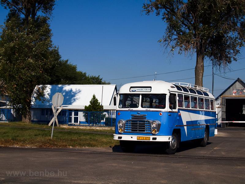 A Hajdú Volán Ikarus 31-es busza Debrecenben fotó