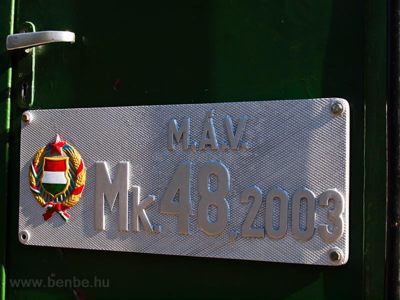 Az Mk48,2002 egy jól számozott, festetlen, és egy festett, de másik gépről való (Mk48,2003) oldaltáblával van szerelve fotó