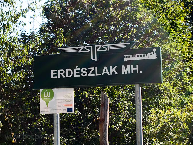 Erdészlak állomásnév-táblája az elmaradhatatlan Széchenyi-terves tájékoztatóval fotó