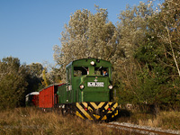 The Mk48,2002 is hauling a mixed passenger/freight train between Erd�szlak and Csereerdő